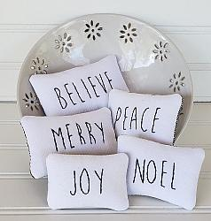 #w138 Farmhouse Holiday Pillows