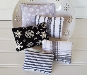 Farmhouse Holiday Pillows