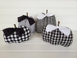 Farmhouse Black & White Pumpkins